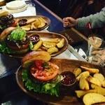 BURGER CAFE & RESTAURANT シュビドゥバー - 種類豊富なハンバーガー