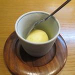 おかめ食堂 - 食後のデザートのシャーベット