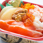北海丼丸 - 人気No2の北海丼!ウニや数の子のはいった、7種類のネタで豪華な丼です!