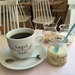 Angel Number 444 - セットのコナコーヒーとおねえさん♡がプレゼントしてくれた絶品チーズプリン