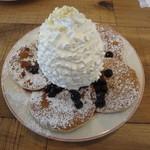 エッグスンシングス お台場店 - ブルーベリー、ホイップクリームとマカデミアナッツ 1250円