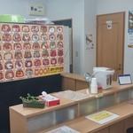 北海丼丸 - Ł時のカウンターで5~6名座れます。