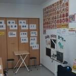 北海丼丸 - 2名用のテ―ブルもあります。お子様用のお絵かきコーナーもあります!