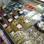 三代目茂蔵 - お惣菜も売られてます