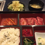 和牛焼肉 青樹苑 - カルビ弁当(1,000円)