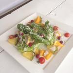 ザ ビーチ ゴーゴー - トロピカルフルーツのチーズサラダ