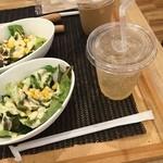 カサディエッロ - サラダとドリンク