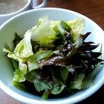 鉄板餃子酒場 ちびすけバル - サラダ
