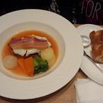 洋食屋 銀座グリルカーディナル - ベーコンエッグを添えたトマト風味のスープハンバーグ(1296円)
