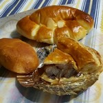 まうすりぃ - きなこ餅パン85円、アップルパイ160円、クリームパン130円
