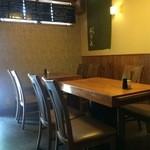 51364604 - こちらはテーブル席です