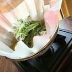 日本料理 ちくま庵 - 紙鍋の蕎麦