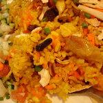 ゴルカキッチン  - ビリヤニのアップ 色々入ってます サラダも混ぜて食べてみて