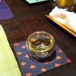 遊心食 風童 - 中国茶です。グラスが空気を挟んでいて熱くないようなもの
