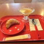 カフェ マーケット - 冷製スープとクロワッサン