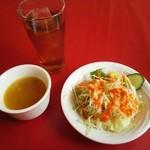 カマナ - サラダとスープ、ウーロン茶