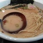 51374573 - 富士山燻製醤油ラーメン 麺&汁 アップ