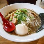 51375698 - 2016/4/24  濃厚煮干し醤油  煮卵入り  850円