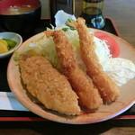 いじわるばあさん - エビと白身魚フライの定食