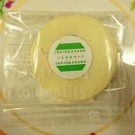 ぶれっとのケーキ屋さん - ゴマの生チョコクッキー いしおかサンド(ホワイト)…税込150円