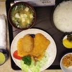 藤屋食堂 - ミックスフライ定食¥830