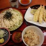 杵屋 - □天ざるうどん定食 1102円(外税)□ かやくご飯を選択。