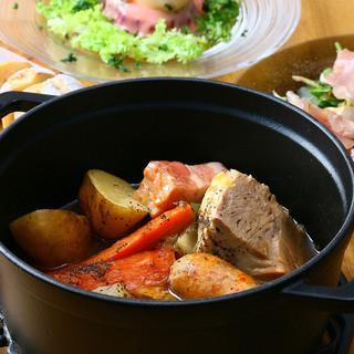 ストウブ鍋のポトフ。様々なスープ、お肉からお好きなものを!