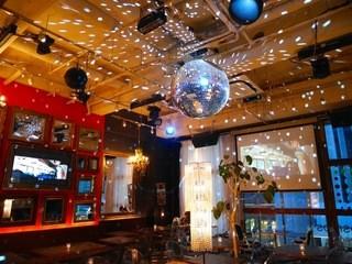 ミクロコスモス - 夜はミラーボールがまわるギラギラした店内
