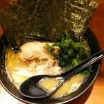 極楽家 - ラーメン720円麺硬め。海苔増し100円。