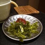 アカツキ焼肉店 - 鍋焼きビビンバのコチジャンと韓国のり