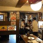 茶花茶花 - 2010/9月:店内奥から入口方面を望む