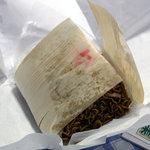 仙道フライ - お持ち帰りの焼きそば。経木でくるんであります。2010年9月撮影。