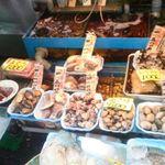 51390863 - 店先には新鮮な魚介類
