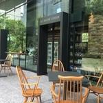 ル・シュクレクール - 2016年5月2度目の訪問       外観 外にもテーブルせきがあります。