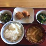 海老名河原口食堂 - 料理写真:ご飯は小。味噌汁、唐揚げ、辛子和え、オクラめかぶ