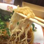 田島ラーメン - 麺は細麺