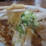 あべ食堂 - 平打ち太めのちぢれ麺