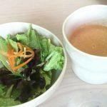 パンカフェ5丁目 - 料理写真:ハンバーグランチのサラダとスープ