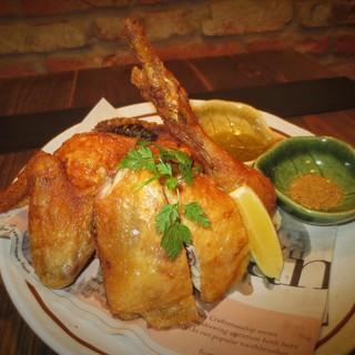 「名物」丸鶏の素揚げ