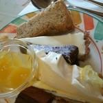 ルイジアナママ - 奥から紅茶シフォン フロマージュ クラシックショコラ レモンパイ 生チョコ オレンジとマンゴーのゼリー