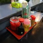 ハイウェイ食堂 - 激辛調味料、コーレーグースもありました