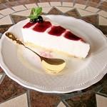 花Cafe Aivalley - アロニアソースのレアチーズケーキ