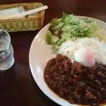 キッチンバスタブ - チキン温玉カレー 950円