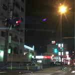 51427110 - 日出方面から大分方面へ。                       ゆめタウンを過ぎてすぐ                       秋葉交差点。                       左に大砲ラーメンの文字が見えます^^
