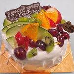 カフェドローズ - お誕生日ケーキです。凄く美味しく、普段食べない人が美味しいと結構食べました♪
