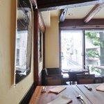 LE SEVERO - 店内のテーブル席の風景です