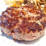 51434576 - ランチ ワンプレート 2500円 のステーク アッシュ ~粗挽き熟成肉をレアに焼き上げた一皿~