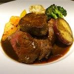 AGORA - 国産牛モモ肉とフォアグラのポワレ