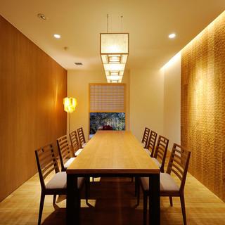2名様~最大16名様まで対応の完全個室が4部屋ございます。