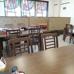 ラーメン屋 3の3 - テーブル席